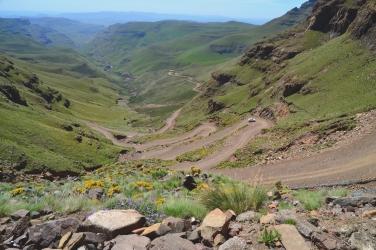 De ruige Sani-pas over de Drakensbergen, die Zuid-Afrika en Lesotho met elkaar verbindt.