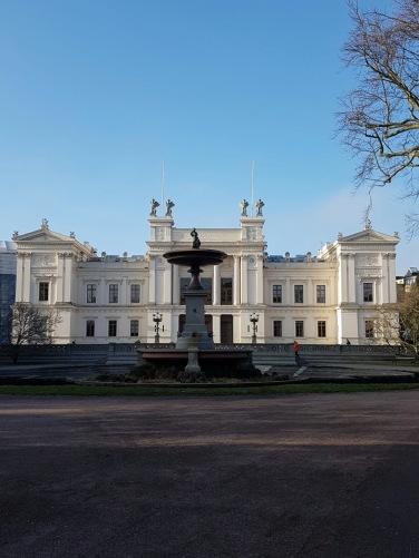 Het officiële universiteitsgebouw, waar het orkest speelt en grote bijeenkomsten zijn.