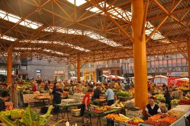 De Markalemarkt is na de twee grote bomaanslagen in de jaren 90 gewoon weer in gebruik genomen. Bron: Jennifer Boyer (Flickr, cc).