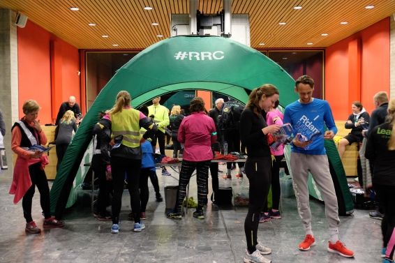 De hardlopers van de Rotterdam Running Crew staan klaar. Foto: Ryanne.